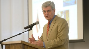Bryant Bolsters Confidence in State's Aerospace Industry